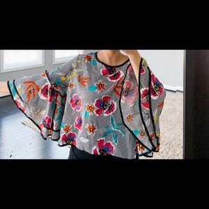 Floral shirt with wide sleeve